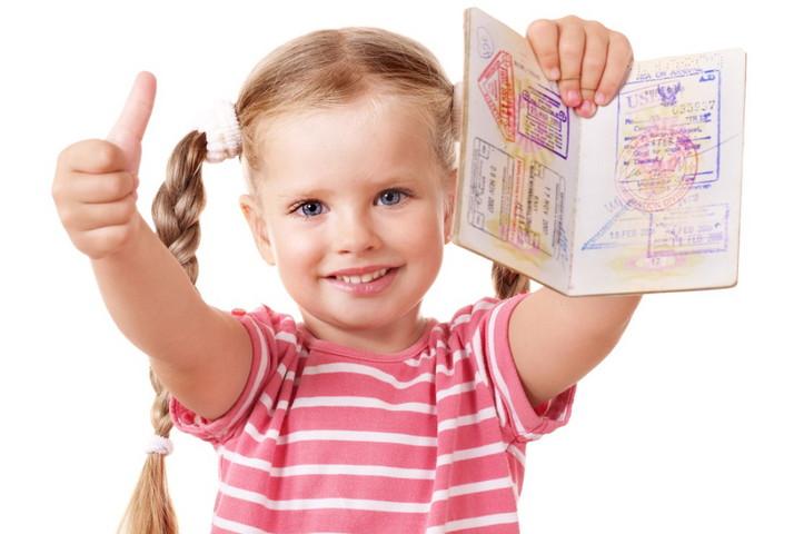 Нужно ли вносить детей в загранпаспорт. Не знаете, нужно ли вписывать детей в свой загранпаспорт или оформлять отдельный документ? Мы расскажем что лучше! Что для этого нужно