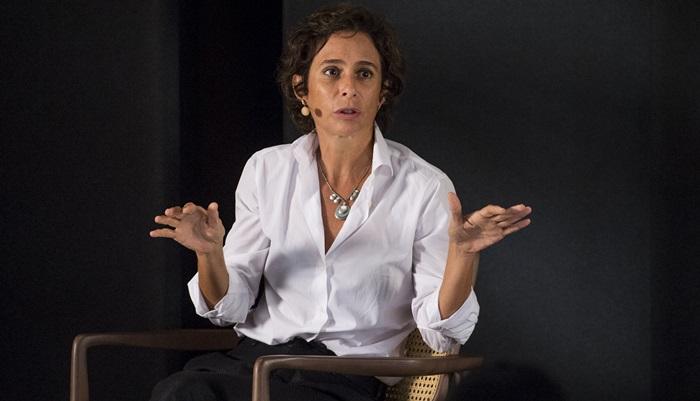 Bianca Ramoneda entrevista Andrea Beltrão (Foto: Globo/João Cotta)