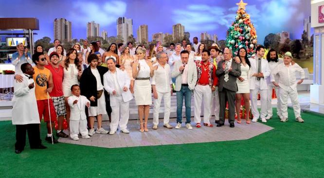 """Elenco de """"A Praça É Nossa"""" se reúne para enceramento com canção de Moacyr Franco – Lourival Ribeiro/SBT"""