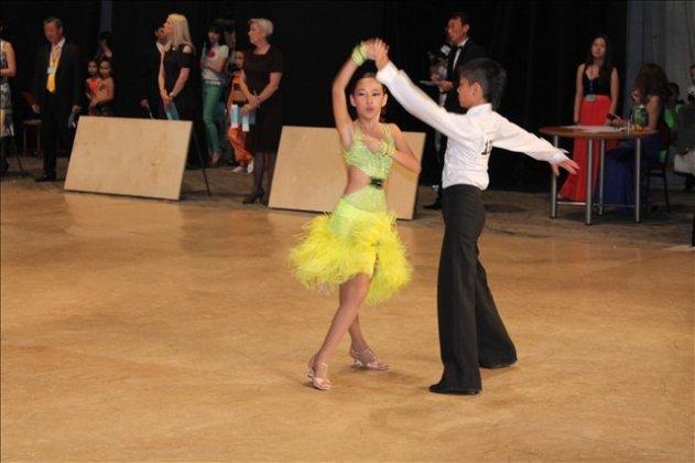 350 танцевальных пар участвуют в международном турнире