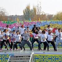 На сцене выступили и молодежный танцевальные группы