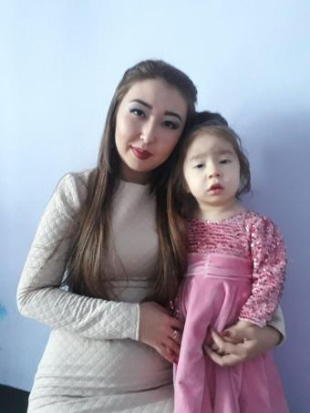 Молдир Койшибай с дочкой