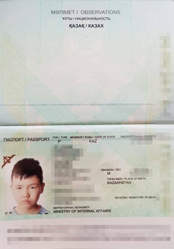 В Казахстане отменят вклеивание фото детей в паспорта родителей