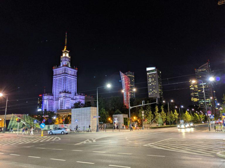 Pologne Varsovie de nuit batiment communiste