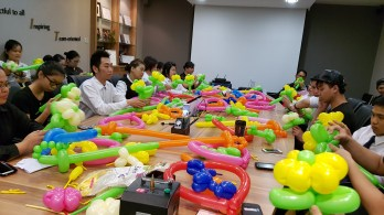 Balloon sculpting for Paradise group Singapore (3)