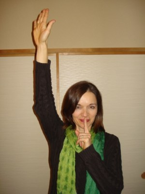 Kathleen Lampa demonstrating the 'quiet signal'