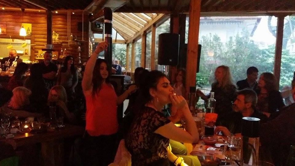 Με την «μπάντα της Φλώρινας» και λαϊκό-ρεμπέτικα τραγούδια, διασκέδασαν στο «Old park project» στην Πτολεμαΐδα