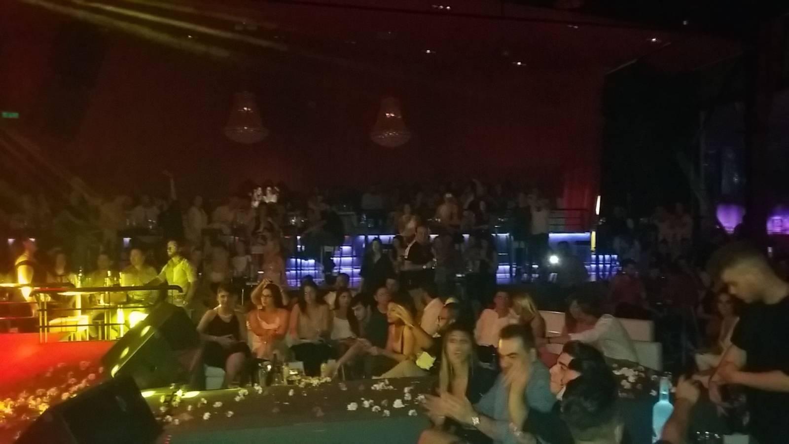 H διασκέδαση χτύπησε «κόκκινο» στο Xs live στην Πτολεμαΐδα, με την εμφάνιση του Πάνου Κιάμου, το βράδυ του Σαββάτου 22 Ιουλίου