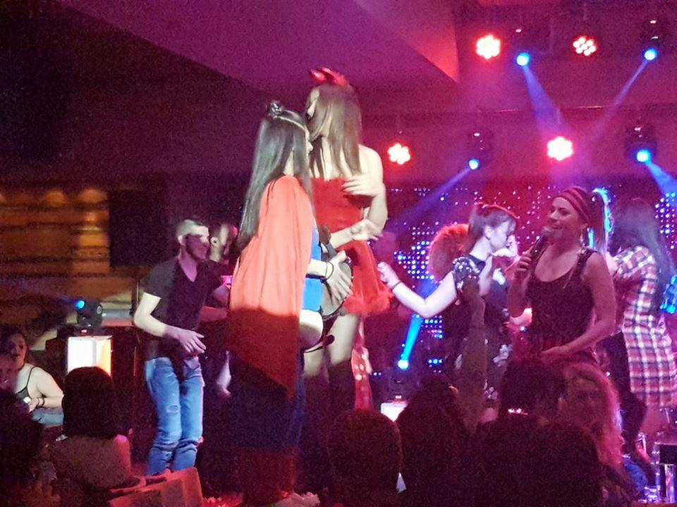 Με μασκέ πάρτι διασκέδασαν, στο Ladies night, στο Δίχορδο Live στην Κοζάνη, την Πέμπτη 15 Φεβρουαρίου
