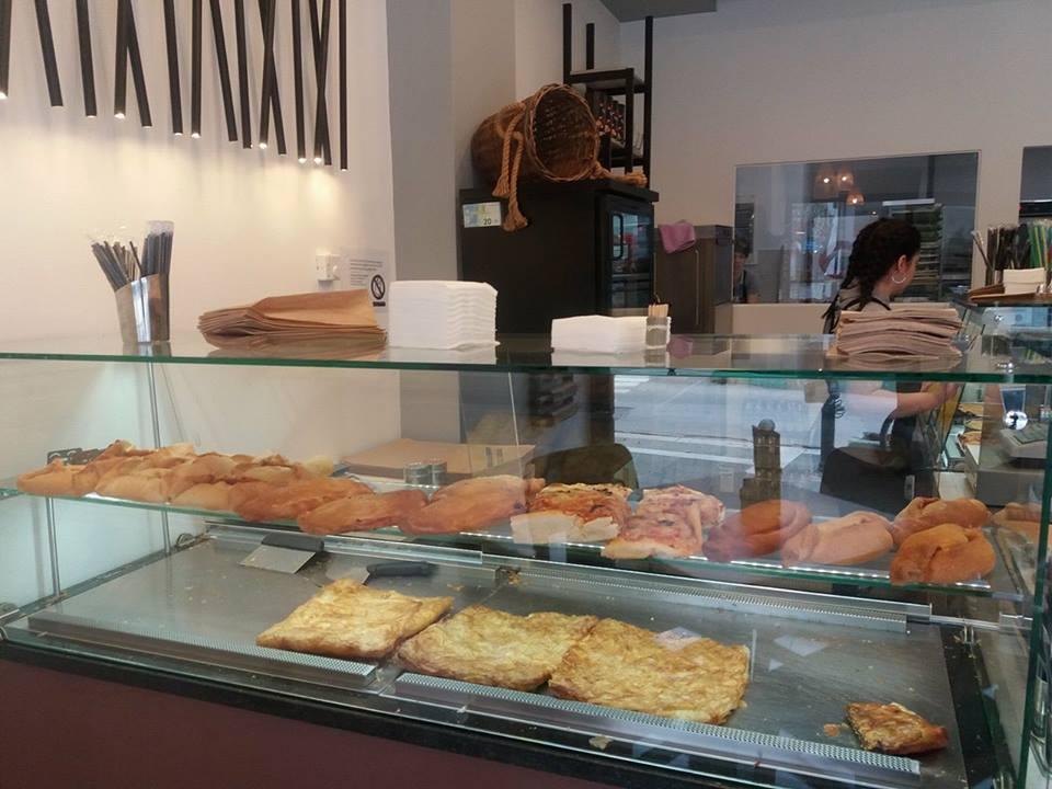 Ποικιλία γευστικών προτάσεων με προϊόντα ζύμης στο νέο κατάστημα «ΚΑΛΗΜΕΡΑ – ΚΑΛΗΝΥΧΤΑ» στην Πτολεμαίδα