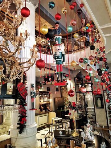 Φόρεσε τα γιορτινά του το Le Roi bar στην Κοζάνη