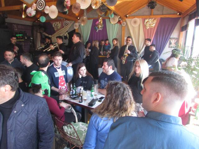 be07471da52d Με χάλκινα διασκέδασαν το μεσημέρι της Τσικνοπέμπτης στο El Barrio ...