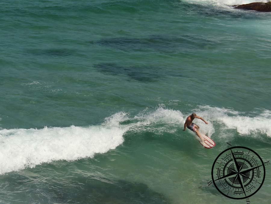 Ein Surfer am McKenzie Bay