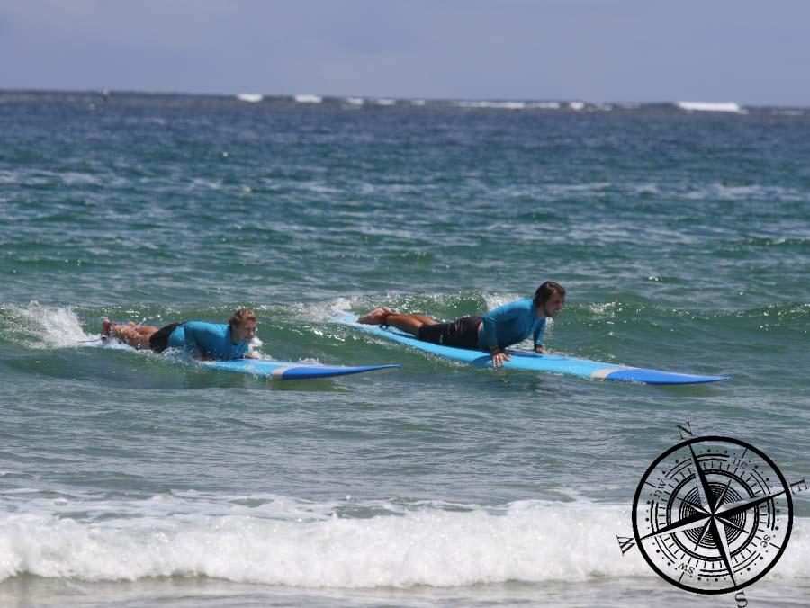 gemeinsamer Surf-Kurs