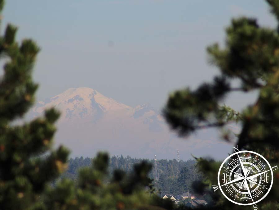 Das ist der Mt Baker, den man von unserer Unterkunft aus sehen kann, welcher sich aber in Washington (USA) befindet. :O