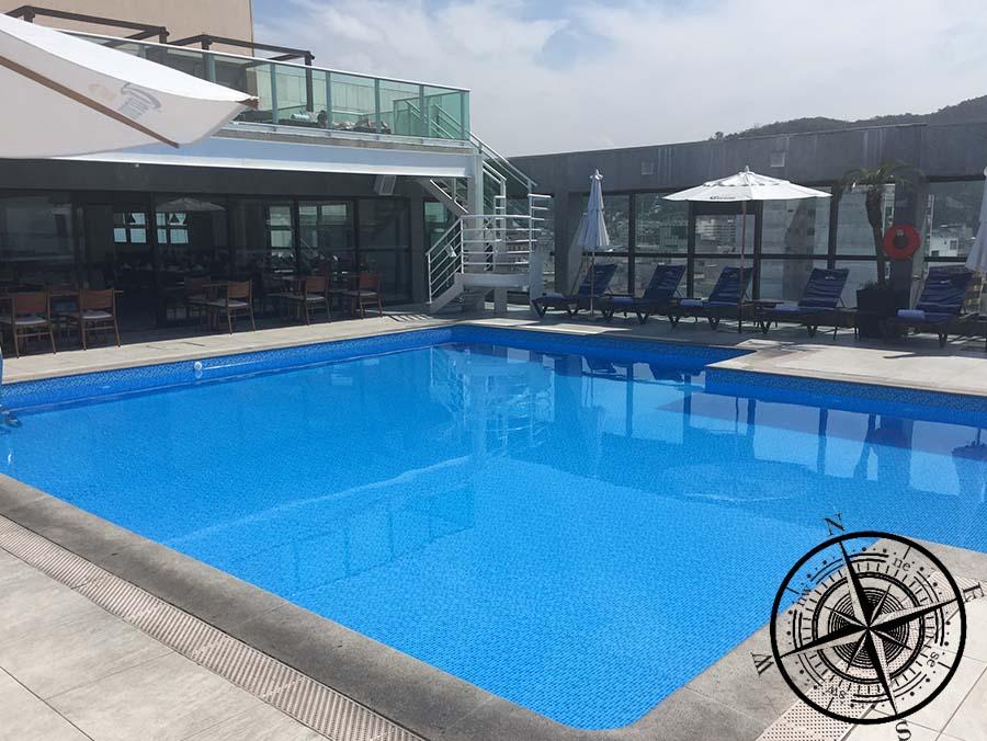 Der Rooftop Pool mit dem erfrischendem Wasser