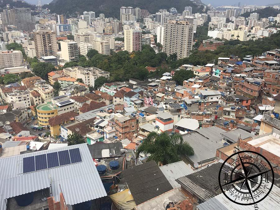 Ein Überblick über die Favela.