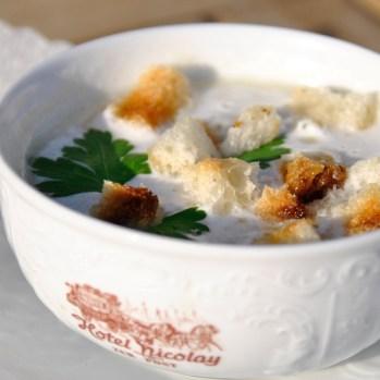 """Spargel-Cremesuppe aus dem """"Hotel Restaurant Nicolay"""" in Zeltingen/Deutschland"""