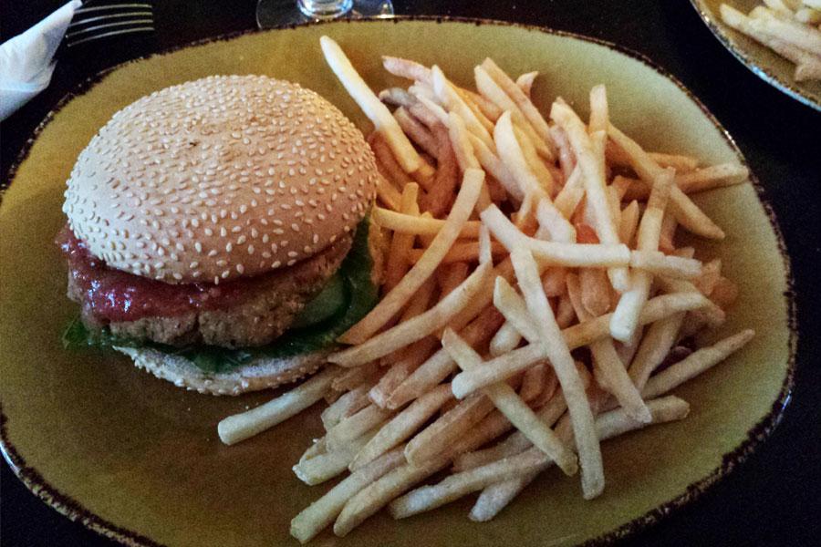 Veganer Burger, Gamli-Bar, Island