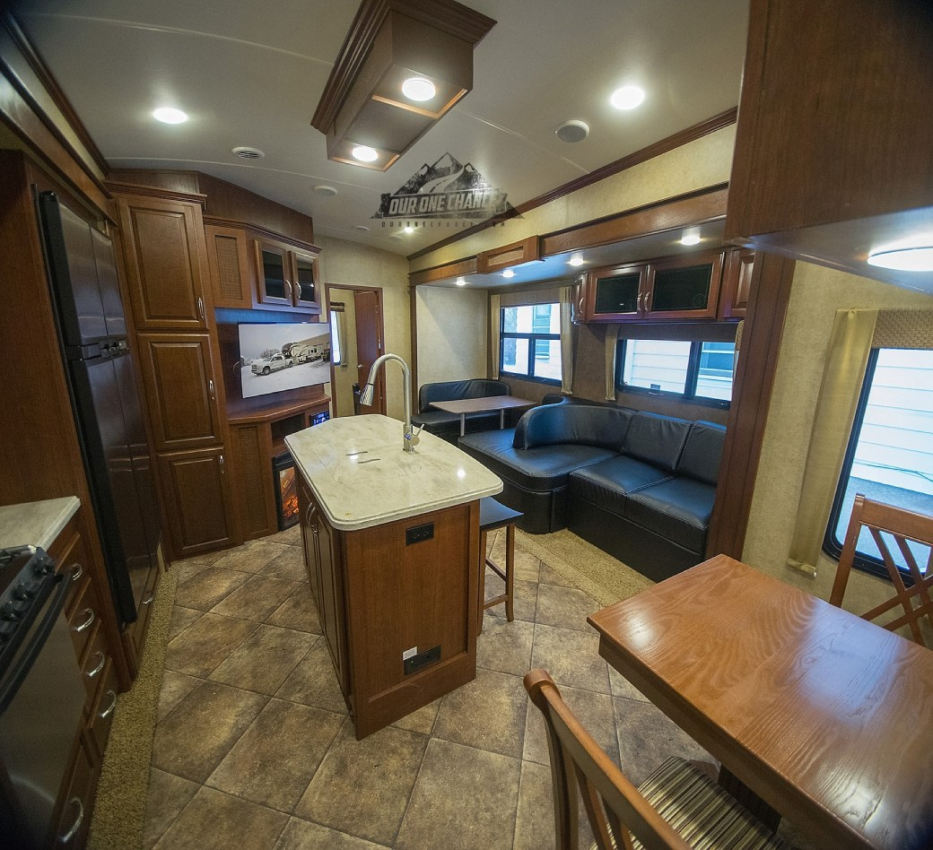 Bay Hill Fifth Wheel RV Living Room Remodel_0011