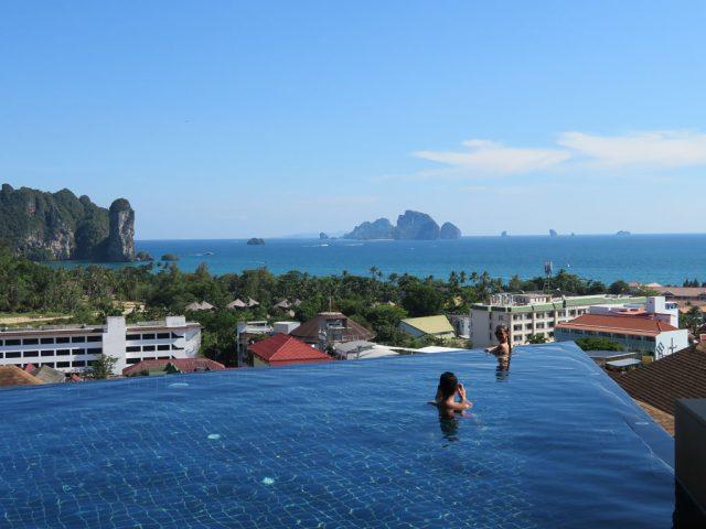 Infinity pool - Aonang Cliff Beach Resort