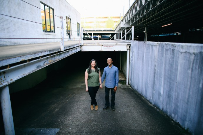 Down town chattanooga engagement session with Chattanooga wedding photographer Jaime Smialek