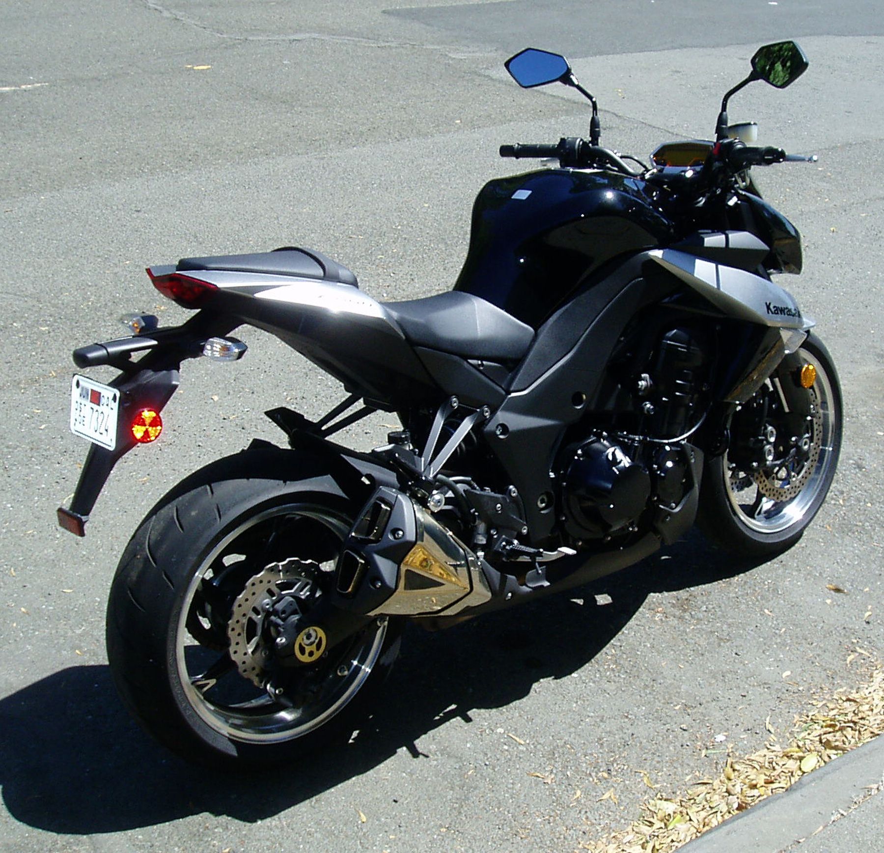 test ride 2010 kawasaki z1000 our auto expert. Black Bedroom Furniture Sets. Home Design Ideas