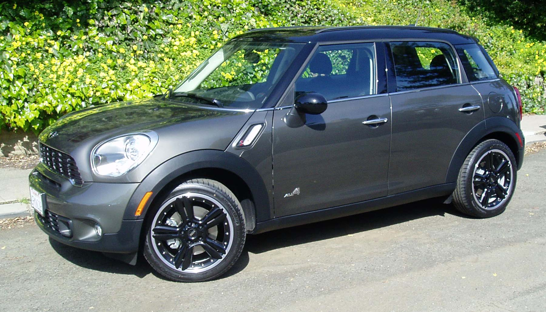 test drive 2011 mini cooper s countryman all4 our auto expert. Black Bedroom Furniture Sets. Home Design Ideas
