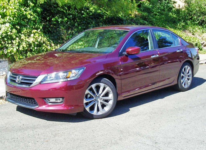 2013 honda accord sport 4 door test drive our auto expert. Black Bedroom Furniture Sets. Home Design Ideas