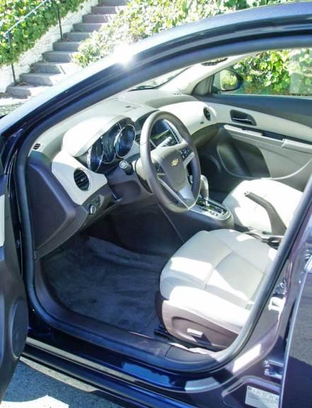 2014-Chevrolet-Cruze-Diesel--Int
