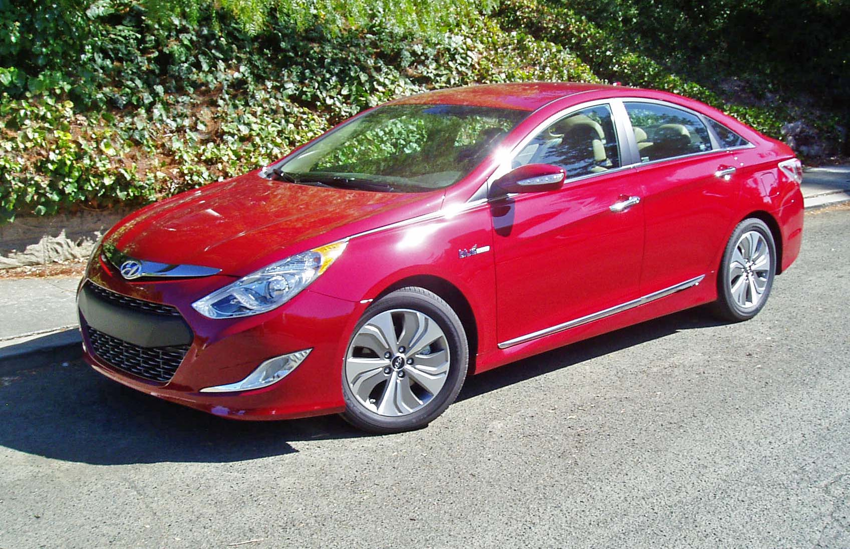 2013 hyundai sonata hybrid limited test drive our auto expert. Black Bedroom Furniture Sets. Home Design Ideas