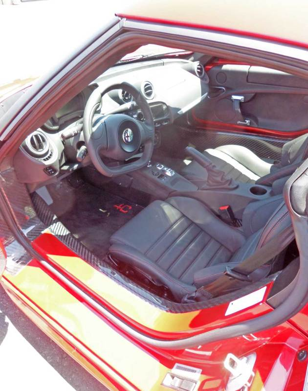 Alfa-Romeo-4C-Int