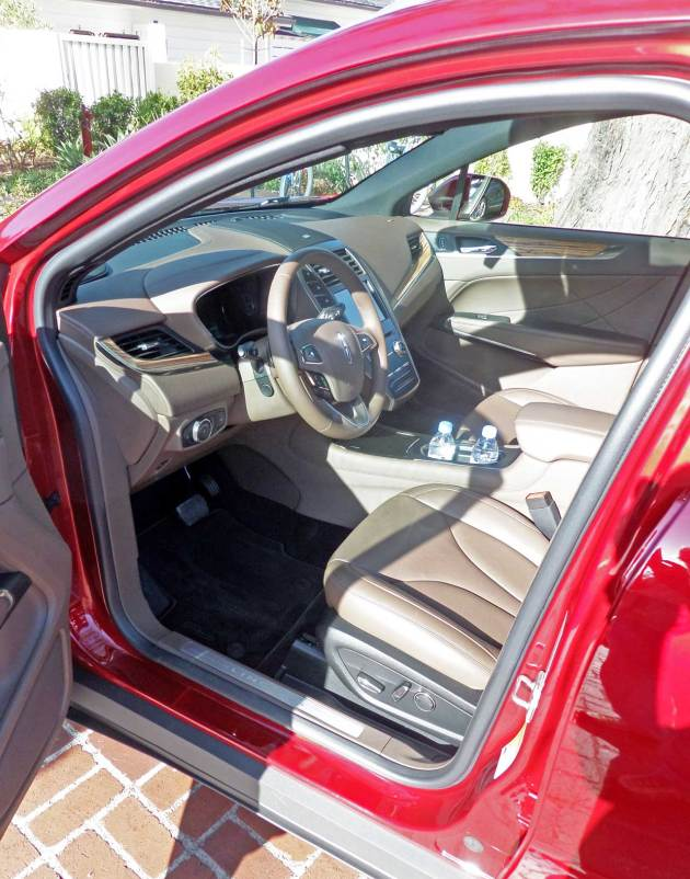 Lincoln-MKC-Int