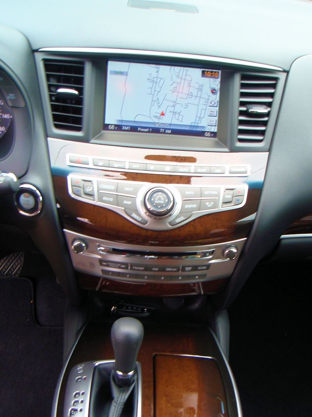 2014 Infiniti QX60 Hybrid center stack