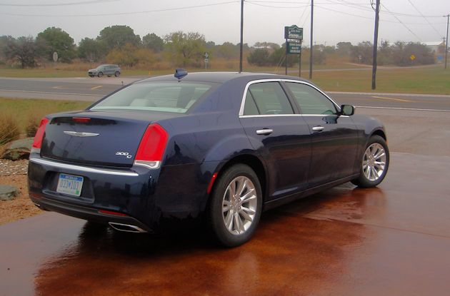 2015 Chrysler 300 rear q