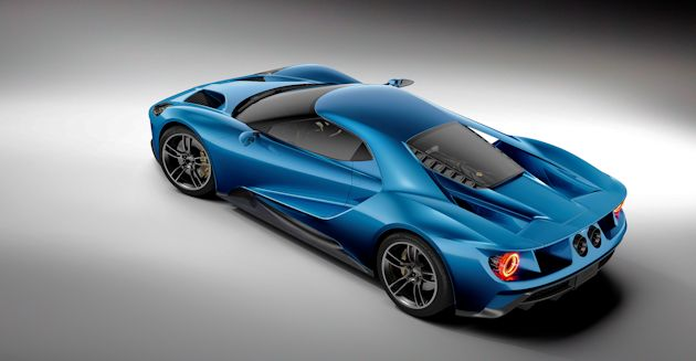 2015 NAC Awards Ford GT above