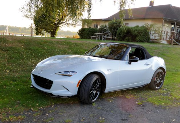 2016 Mazda MX-5 front q top up