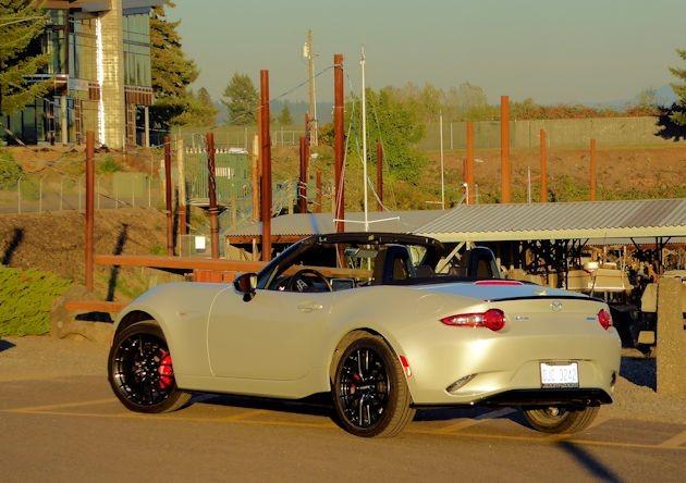 2016 Mazda MX-5 rear q