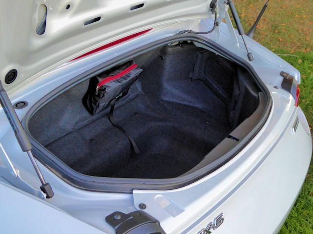 2016 Mazda MX-5 trunk