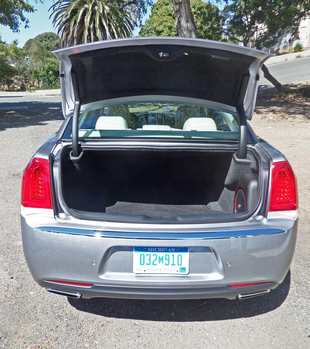 2015 Chrysler 300C Sedan Test Drive