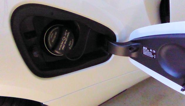 2016 BMW i8 gas filler