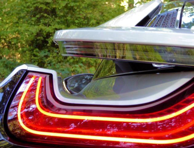 2016 BMW i8 taillight-spoiler
