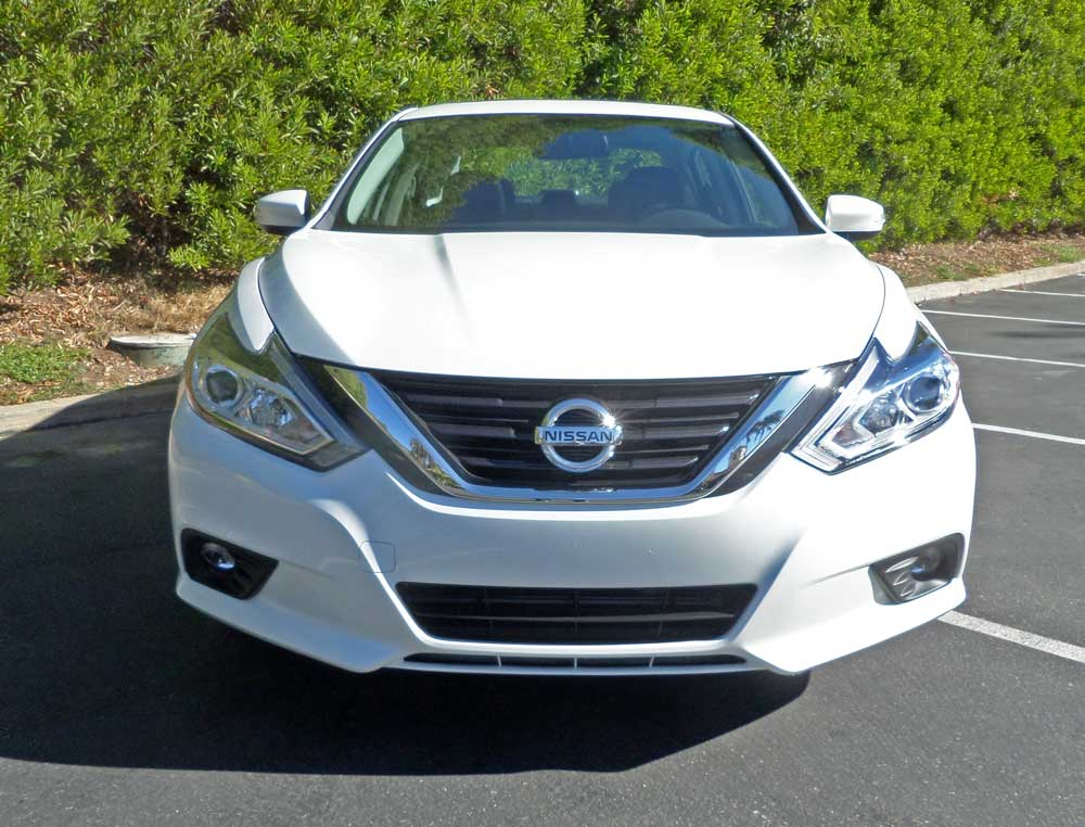 2016 nissan altima sl test drive our auto expert. Black Bedroom Furniture Sets. Home Design Ideas