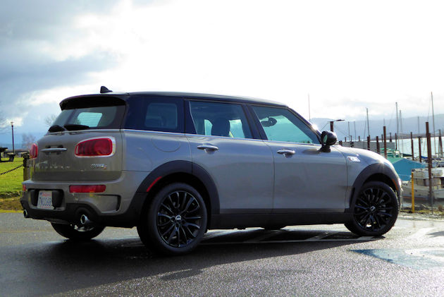 2016 Mini Cooper Clubman rear q