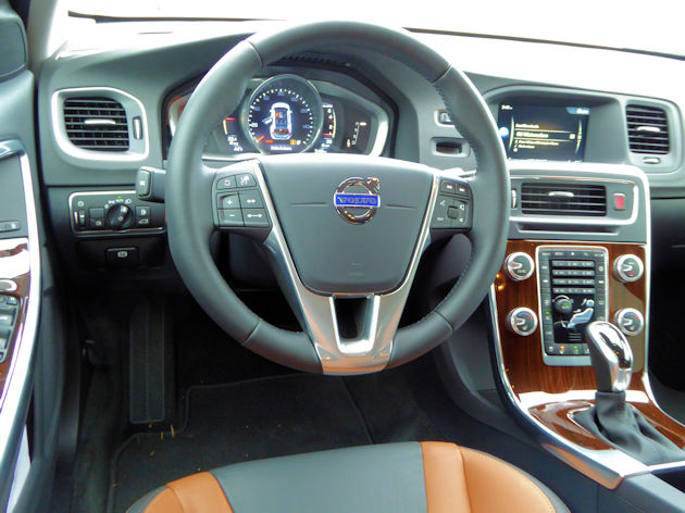 2016 Volvo V60 dash