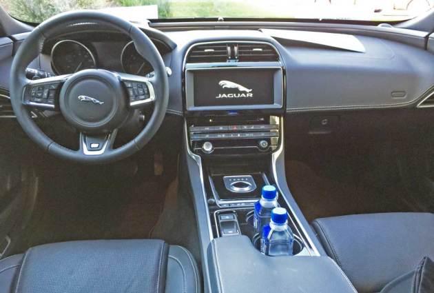 Jaguar-XE-Sdn-Dsh