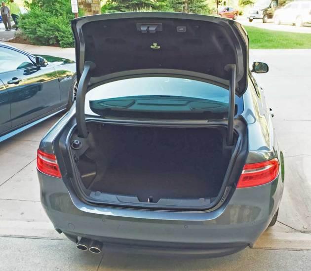 Jaguar-XE-Sdn-Trnk