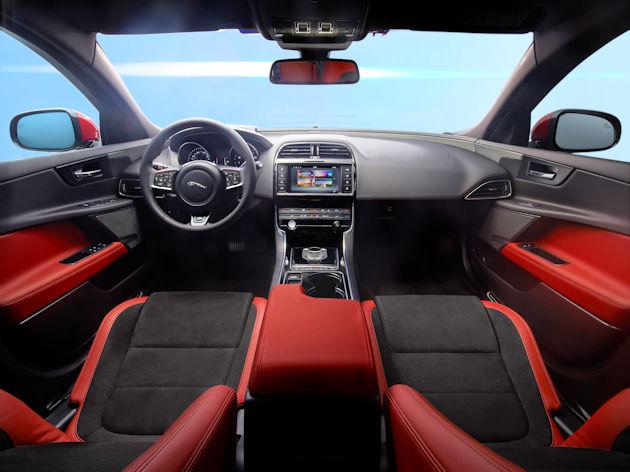 2017 Jaguar XE dash
