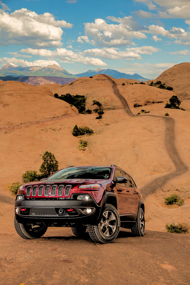 23016-jeep-cherokee-front
