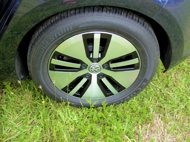 2016-volkswagen-egolf-wheel